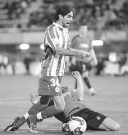 No fue penalti. La jugada polémica del partido acabó perjudicando al Mallorca, un error del colegiado valenciano Ayza Gámez, que le costó dos puntos vitales al equipo de Manzano.  1.- Nunes se anticipa al deportivista Lassad tocando claramente el balón, que se pierde por la línea de fondo.