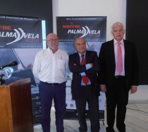 Pie de foto: Joan Bonet, José Antonio Continente y Damià Vich, durante la presentación de la Regata Mapfre Palma Vela.