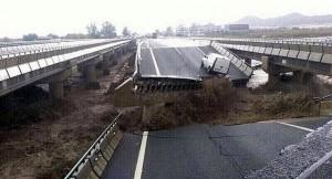 puente que se ha derrumbado