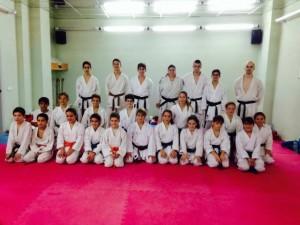 Entrenamiento de tecnificación de karatekas menorquines.
