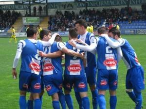 Los jugadores del Alcoyano celebran el primer gol
