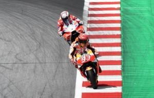 Marc Marquez por delante de Andrea Dovizioso en un moneto de la carrera. 13-08-2017 | CHRISTIAN BRUNA