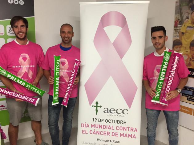Carlos Barrón, Vadillo y Eloy Rojas, con las camisetas y palos contra el cáncer 1