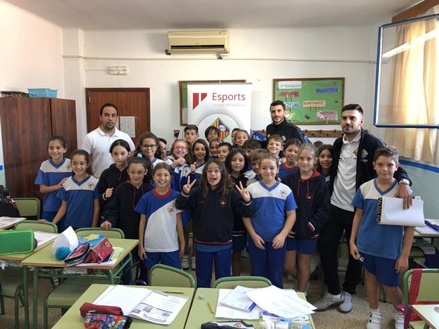 Lolo y Diego Quintela visitaron a los alumnos del colegio palmesano Juan de la Cierva