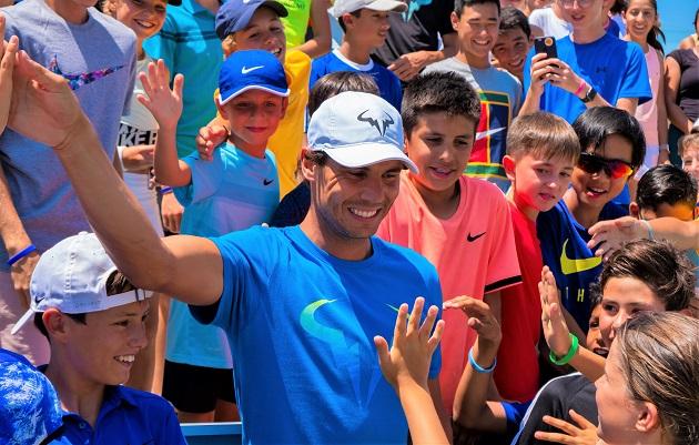Rafa Nadal con jugadores del Summer Camp 2018