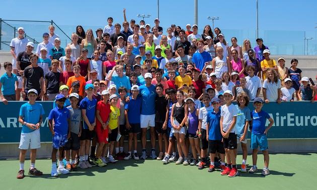 Rafa Nadal con jugadores del Summer Camp 2018 (2)