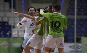 Joaki celebra el gol que marcó frente a Industrias Santa Coloma