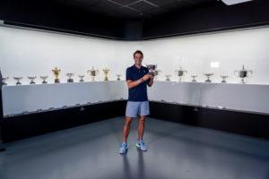 Rafa Nadal posa con su vigésimo Grand Slam en el Museo