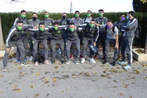 La expedición del Palma Futsal posa a las afueras del hotel donde se encuentra alojado
