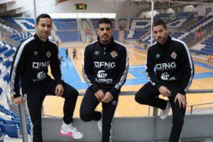 Joao, Hamza y Raúl Campos posan en la grada de Son Moix