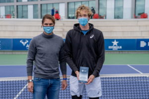 Rafa Nadal posa con Antoine Bellier