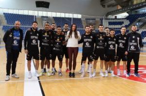Blanca Gil posa con la plantilla del Palma Futsal en Son Moix 1