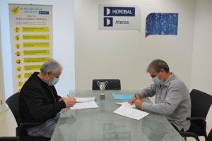Juan Méndez y Guillermo Carbonero firman el contrato de patrocinio