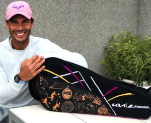 Rafa Nadal presenta el raquetero diseñado por los niños de su Fundación