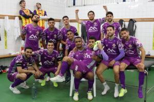 El equipo celebra el liderato en el vestuario tras ganar a O'Parrulo Ferrol
