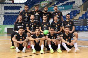 Los jugadores del Palma Futsal posan en Son Moix antes de recibir al Barça (2)